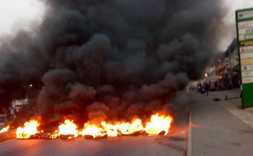 Menzgold Customers stage another Demo in Kumasi, Burning Tyres